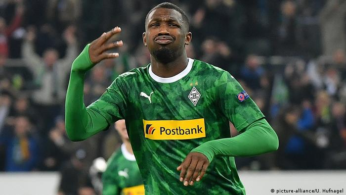 Marcus Thuram celebrates his winning goal against AS Roma. (picture-alliance/U. Hufnagel)
