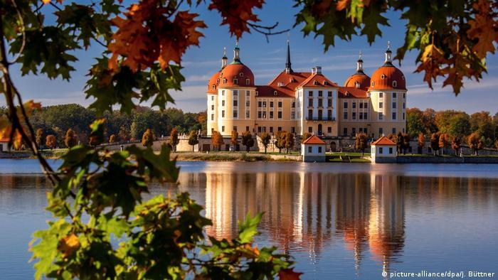 BdT mit Deutschlandbezug Sonnenschein am Schloss Moritzburg (picture-alliance/dpa/J. Büttner)