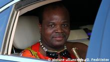 23.10.2019, Russland, Sotschi: SOCHI, RUSSIA - OCTOBER 23, 2019: King Mswati III of Eswatini gets in a car at Sochi International Airport as he arrives to take part in the 2019 Russia-Africa Summit. Dmitry Feoktistov/TASS Host Photo Agency Foto: Dmitry Feoktistov/TASS/dpa |