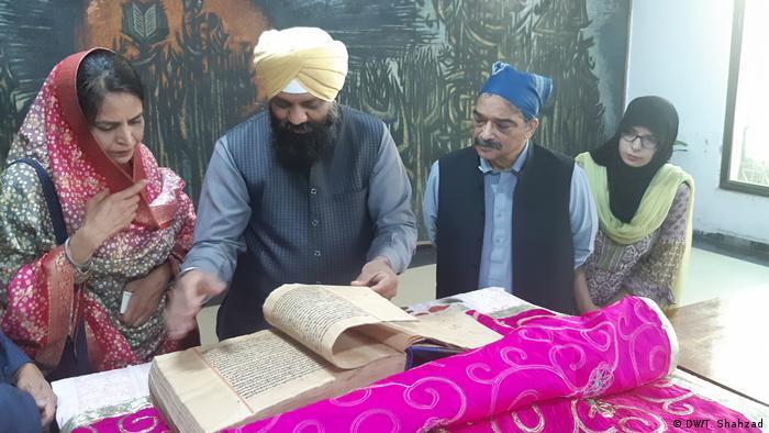 Pakistan Lahore Sikhismus Handschriften der Guru Granth Sahib