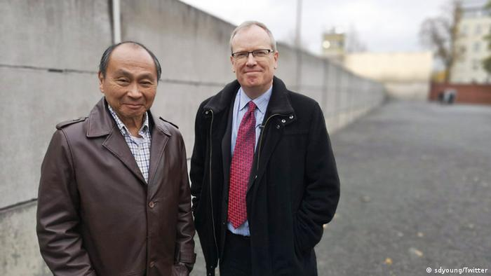 US political scientist Francis Fukuyama (r) and DW's Simon Young