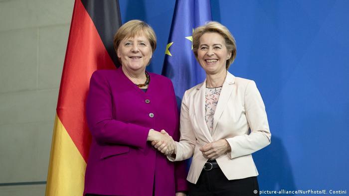 Angela Merkel and Ursula von der Leyen (picture-alliance/NurPhoto/E. Contini)