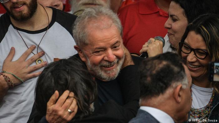 O ex-presidente Lula após deixar a prisão em Curitiba em 8 de novembro