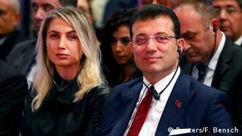 Ο Εκρέμ Ιμάμογλου και η σύζυγός του, Ντιλέκ, σε στγιμιότυπο από πρόσφατη επίσκεψή τους στο Βερολίνο