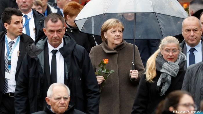 La canciller alemana Angela Merkel asistió a la celebración en la calle Bernauer para conmemorar a las víctimas del Muro