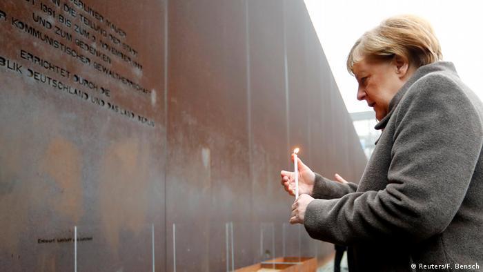 Kanclerz Angela Merkel w trakcie obchodów 30. rocznicy upadku muru w Berlinie