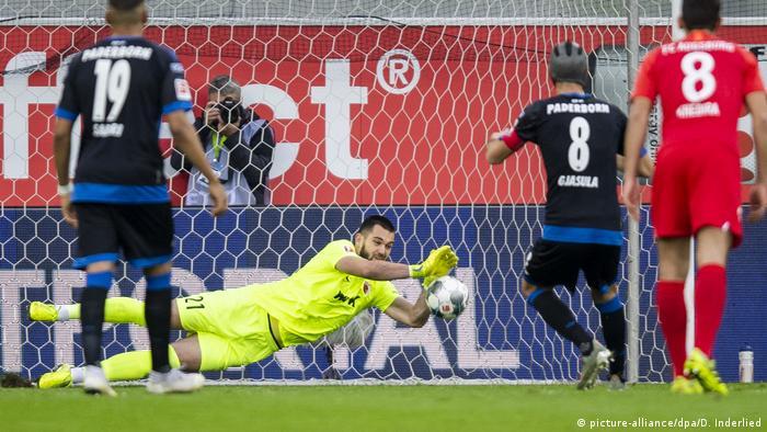 Deutschland Bundesliga SC Paderborn 07 - FC Augsburg (picture-alliance/dpa/D. Inderlied)