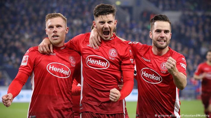Deutschland FC Schalke 04 - Fortuna Düsseldorf | Tor Rouwen Hennings (picture-alliance/Fotostand/Wundrig)