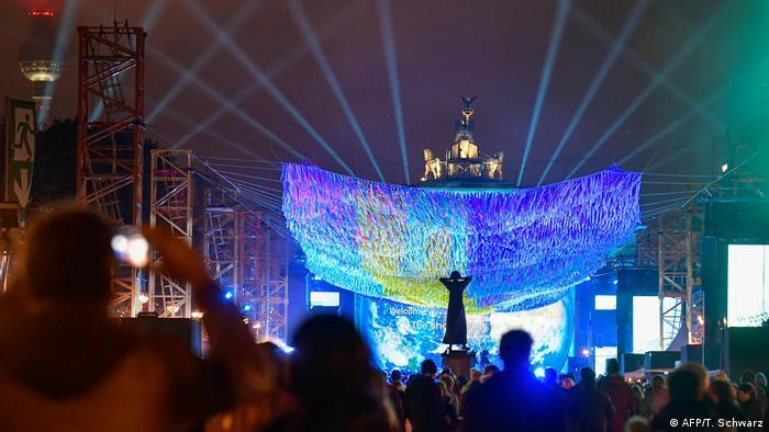 30. Jahrestag Mauerfall - Feier am Brandenburger Tor (AFP/T. Schwarz)