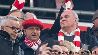 Fußball Bundesliga FC Bayern München - Borussia Dortmund Uli Hoeneß (picture-alliance/dpa/M. Balk)