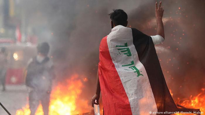 На барикадата - антиправителствен протест в Багдад