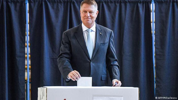 Klaus Iohannis voting