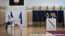 People queue to cast their ballot at a polling station in Bucharest, on November 10, 2019. - Romania's pro-European President Klaus Iohannis is the favourite to win the first round of the country's election on November 10, 2019, potentially adding to a liberal fightback against the region's prevailing nationalism. (Photo by Daniel MIHAILESCU / AFP) (Photo by DANIEL MIHAILESCU/AFP via Getty Images)