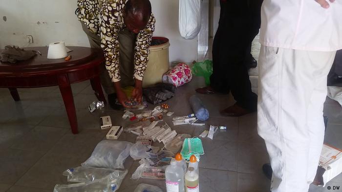 Material cirúrgico apreendido na clínica clandestina em Pemba
