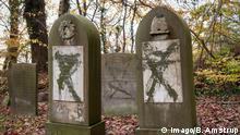 Flere end 80 gravsten var malet med groen graffiti, og enkelte gravsten var vaeltet paa gravpladsen, der ligger paa OEstre Kirkegaard i Randers soendag den 10. november 2019 Vaeltede gravsten og gravsten overhaeldt med groen maling var det syn, der moedte folk, som loerdag eftermiddag besoegte den joediske gravplads i Randers.. , Randers Denmark *** More than 80 tombstones were painted with green graffiti, and some tombstones were overturned in the burial ground, located on OEstre Kirkegaard in Randers Sunday, November 10, 2019. the Jewish burial ground in Randers, Randers Denmark, PUBLICATIONxINxGERxSUIxAUTxONLY Copyright: BoxAmstrup BoxAmstrupx COP108 spdk20191110-170818-L