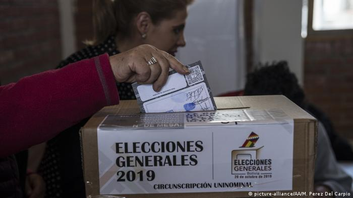 Foto de votación en Bolivia.