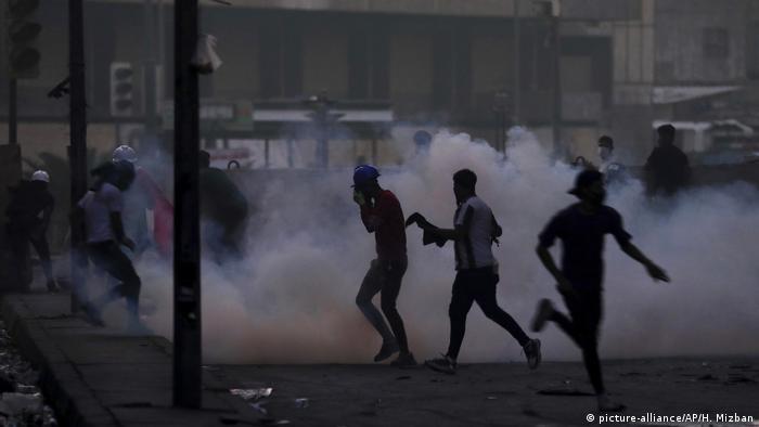 Irak: Proteste in Bagdad (picture-alliance/AP/H. Mizban)