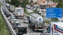 Spanien Stau auf der Autobahn zur französischen Grenze