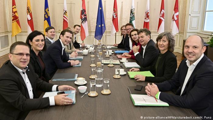 Zeleni (d) i članovi ÖVP-a (l) - koalicioni partneri u austrijskoj vladi