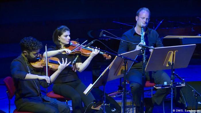 El violinista Miki Kekenj dirigió la parte instrumental del experimento musical