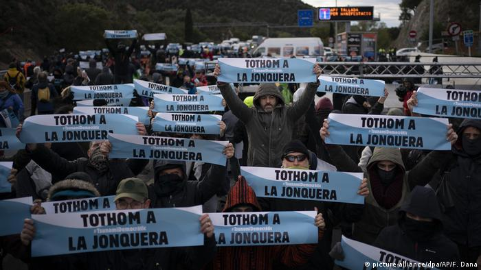 Protesters at the border of Spain with France