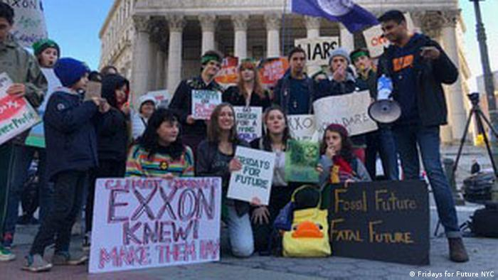 Students protest against Exxon Mobil in front of the New York Supreme Court (Fridays for Future NYC)