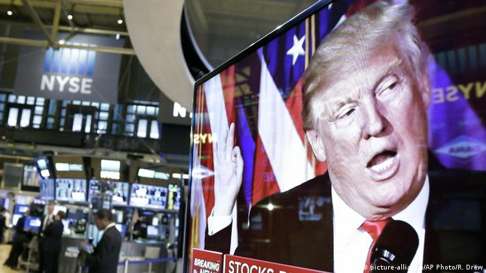 USA TV-Bildschirm Präsident Donald Trump (picture-alliance/AP Photo/R. Drew)