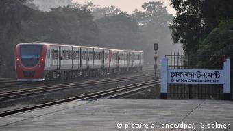 Eisenbahn - Bangladesch (picture-alliance/dpa/J. Glöckner)