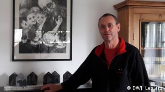 El profesor Siegfried Steiger, profesor de secundaria de Günzburg, iniciador del monumento a las víctimas de Mengele.