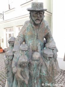 Monumento en honor a Janus Korczack, asesinado en Treblinka, y a los niños asesinados en Auschwitz.
