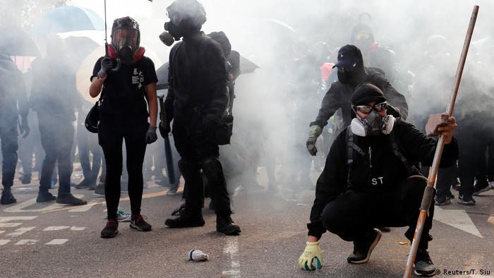 """香港""""私了""""事件不断 议员忧香港踏上不归路"""
