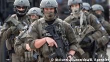 Deutschland Frankfurt am Main 2017 | Mitglieder eines Spezialeinsatzkommandos, Simulation Anschlag