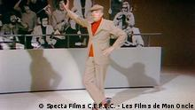 Buch The Definitive Jacques Tati l Videostill von Parade (Specta Films C.E.P.E.C. - Les Films de Mon Oncle)