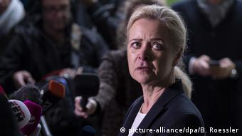 Deutschland Frankfurt a.M. | Nadja Niesen, Sprecherin Staatsanwaltschaft | Festnahme Terrorverdächtige in Offenbach (picture-alliance/dpa/B. Roessler)