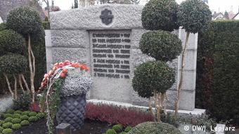 Ο οικογενειακός τάφος των Μένγκελε στο χωριό Γκίντσμπουργκ