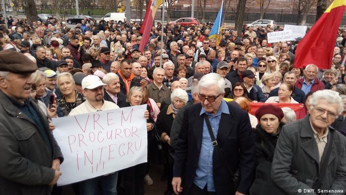 Pro-government demonstrators in Chisinau