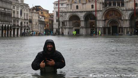 Überschwemmungen in Venedig (picture-alliance/M. Chinellato)