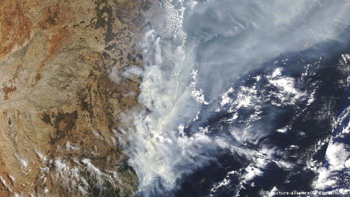 Satellite view of wildfires in Australia (picture-alliance/AP Photo/NASA)