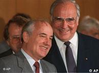 Gorbatchov (esq.) e Kohl acertaram a reunificação da Alemanha