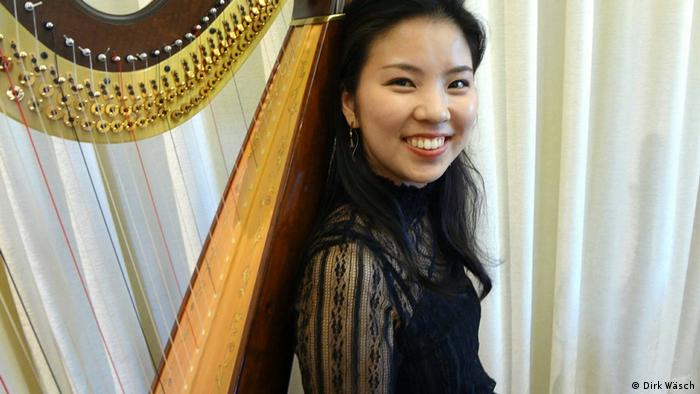 Kasumi Itokawa con su harpa.