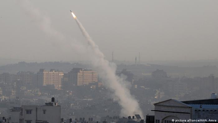 La aviación israelí llevó a cabo varios bombardeos en la Franja de Gaza en represalia al disparo de un cohete contra Israel desde el enclave palestino gobernado por el movimiento islamista Hamás. (26.12.2019).