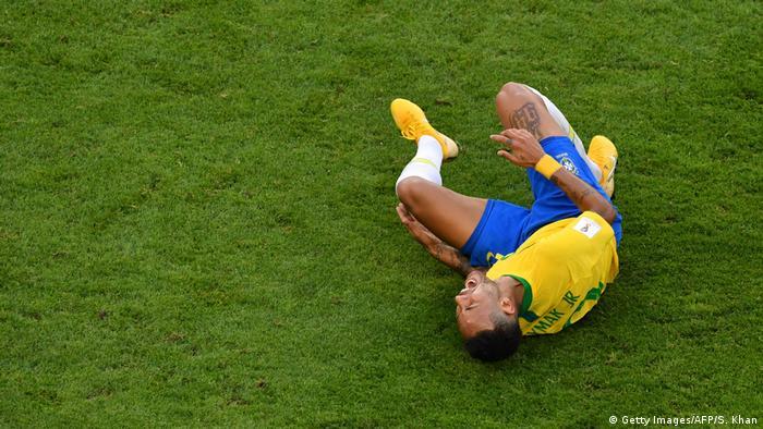 Fussball WM 2018 Russland l Brasilien vs Mexiko - Neymar verletzt