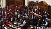 Blockierung der Ukraine Parlamentstribune während der Abschaffung des Moratoriums auf Bodenverkauf
