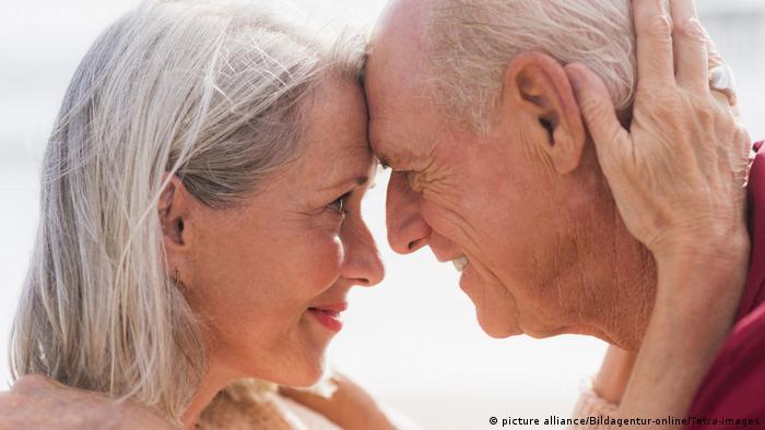 Liebe im Alter - Seniorenpaar (picture alliance/Bildagentur-online/Tetra-Images)