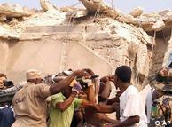 Cidadãos ajudam no trabalho de resgate