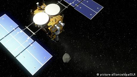 Hayabusa 2 in flight (picture-alliance/dpa/DLR)