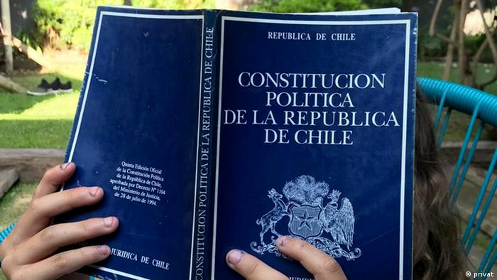 La crisis en Chile ha despertado un inusitado interés por la Constitución. A la lectura del texto debe acompañarla su interpretación.