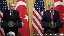 USA, Washington: Donald Trump und Erdogan (picture-alliance/AP/E. Vucci)