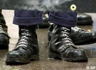 Botas militares fazem parte da estética skin