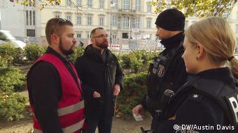 Αστυνομικοί καλούνται να ελέγξουν τα στοιχεία των πολιτοφυλάκων